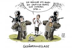 schwarwel-karikatur-fussball-spiel-polizei-gefaehrdungslage
