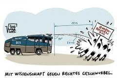 Illegaler Corona-Protest in Berlin: Polizei droht mit Wasserwerfern, Querdenker attackieren Polizei