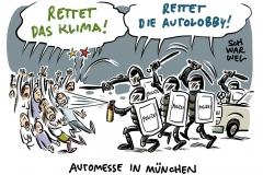 Automesse IAA in München: Polizei setzt Schlagstöcke und Pfefferspray gegen Demonstranten ein
