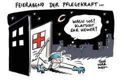 Bayern in Corona-Krise: Söder will Pflegekräften Bonus von 500 Euro zahlen