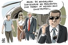 karikatur-schwarwel-melania-trump-einzug-weisses-haus-donalt-trump